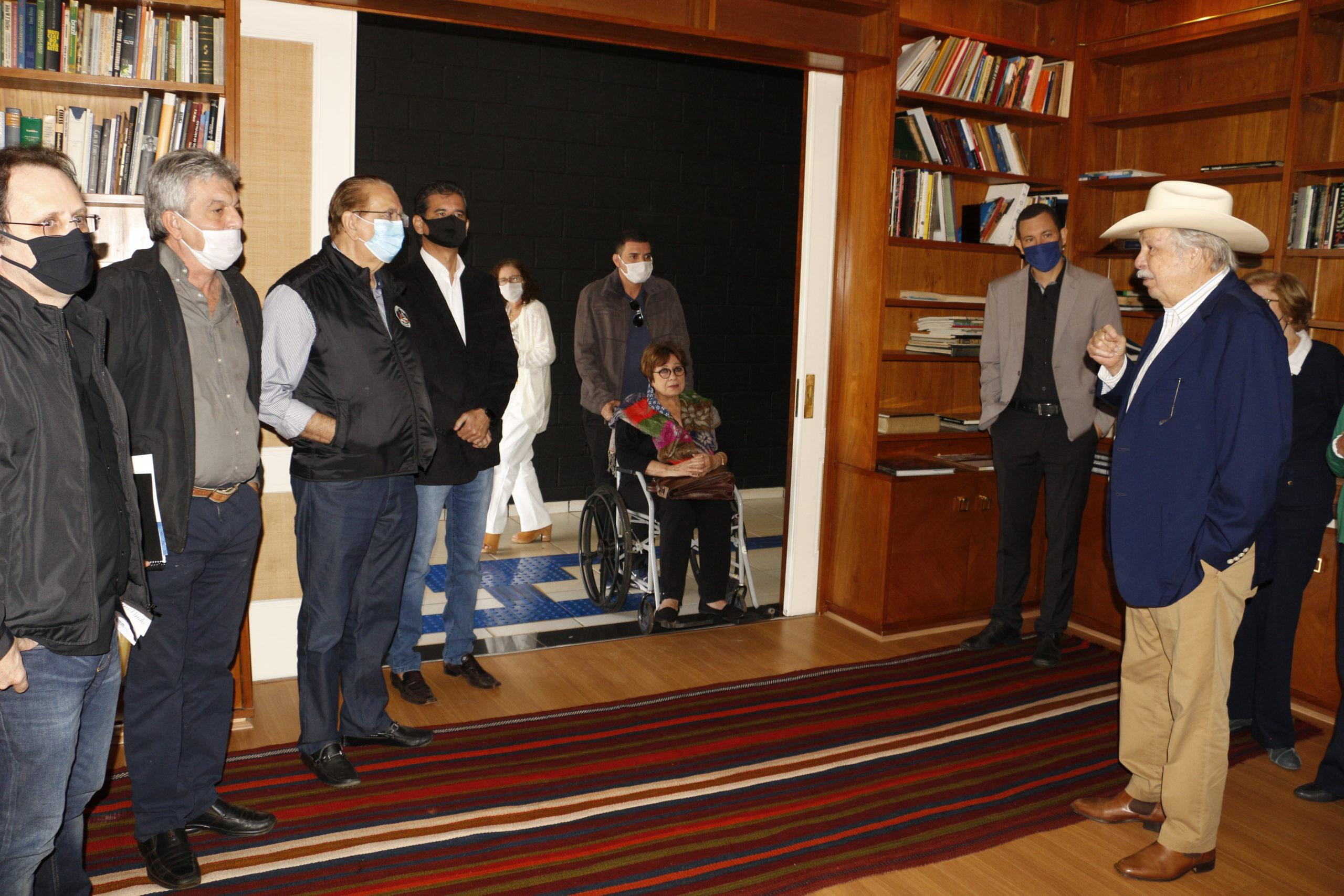Roque Quagliato apresentou aos mantenedores a Biblioteca Rubens Barbosa instalada no Centro Universitário UNIFIO
